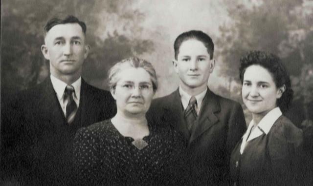 Roger-Hermina-Neal-Almeda Passet circa 1940